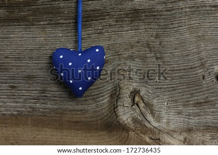 White dots on Blue Valentine's heart hanging on rustic Elm wooden texture background, copy space Stock fotó ©