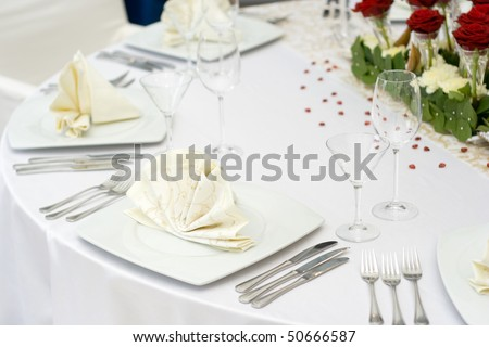 white and ivory wedding table settings