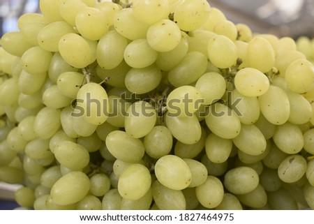 White grapes (Üzüm) are on the market counter. Stok fotoğraf ©