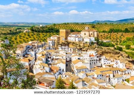 White houses and church on hilltop in beautiful mountain village Setenil de las Bodegas, Andalusia, Spain Foto stock ©