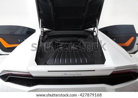 Photo of white Lamborghini huracan lp610-4 backside