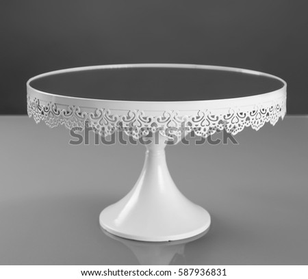 White metal cake stand with mirror, front view Foto stock ©