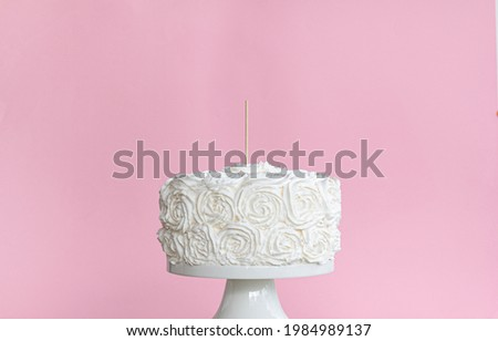 White natural cake with cake topper stick and blank pink background , on cake stand , cake topper mockup