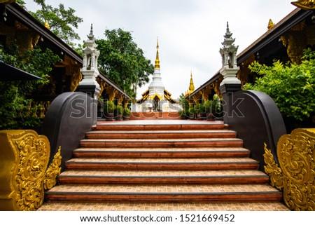 White pagoda in Pra That Doi Pra Chan temple, Lampang province. Foto stock ©