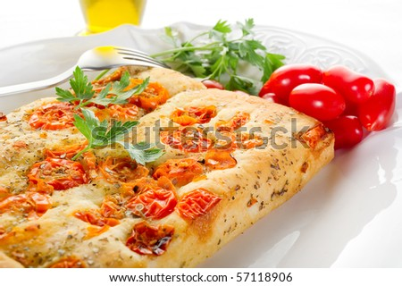 white pizza with tomatoes