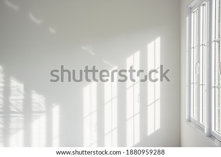 White room, glass windows, combined with the sunlight on the wall.