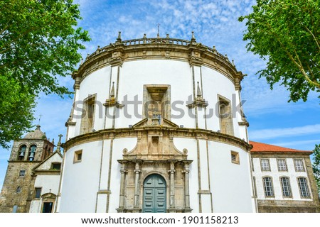 White round church of Monastery of Serra do Pilar, Porto, Portugal Foto stock ©