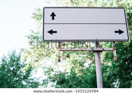 White sign with black pointers. Pointer right, left and right. #1435526984
