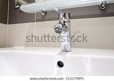 White  sink   in SPA salon.