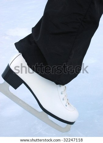 White skate / Woman at the handmade rink