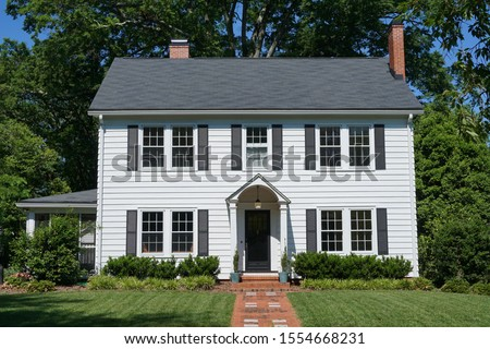 White two-story house built in the 1930s Foto stock ©