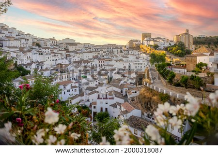 White washed architecture of Setenil de las Bodegas, Andalucia, Spain Foto stock ©