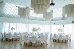 white wedding hall;wedding hall with elegant tables;luxury wedding banquet hall