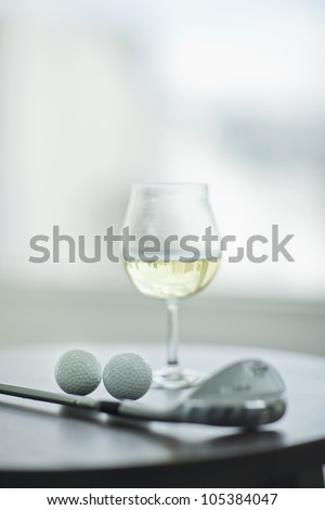 White wine and golf
