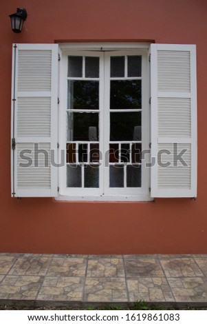 White wooden window close-up with colored glasses.n window sill, looking out. Foto stock ©