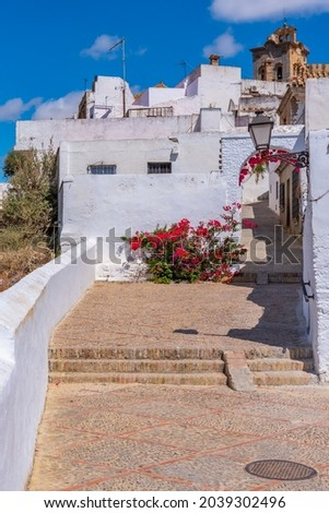 Whitewashed street of the old town of Arcos de la Frontera, one of pueblos blancos, in Spain Stockfoto ©
