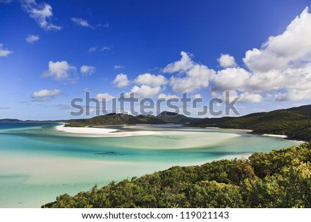 whitsunday islands whitehaven bay beach and blue water bright sunny summer day shallow water of the sea
