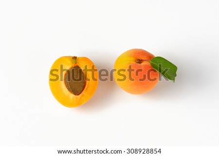 whole and halved apricot with stone Stockfoto ©