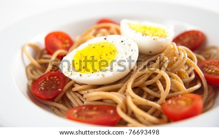 Whole Grain Spaghetti with Tomatoes and Boiled Eggs