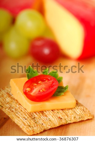 Whole wheat cracker appetizer with tomato and parsley.