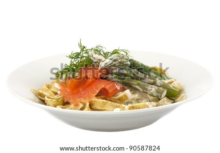 Wholemeal tagliatelle with smoked trout, asparagus and cream sauce