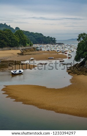 Wide angle of low tide and boats running aground