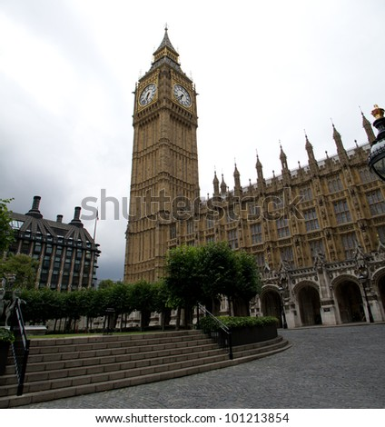 Wide angle shot of Big Ben and the British Parliament building