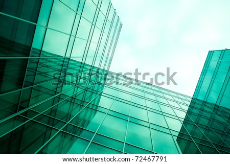 wide pane of green real estate