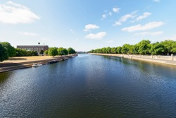 Wide view down the River Trent from Trent Bridge. On the left bank is County Hall, on the left is Victoria Embankment.