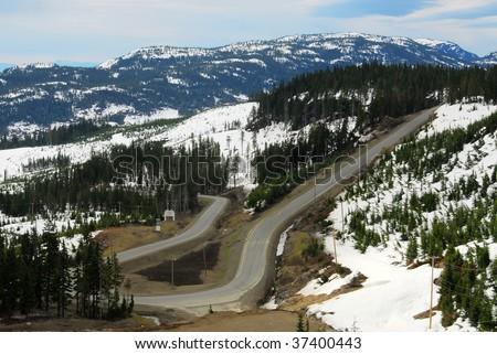 Winding road in mountain washington, vancouver island, british columbia, canada