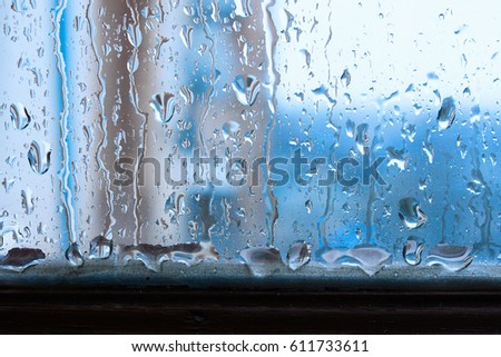 Window glass with increased condensation level, strong, high humidity in the room
