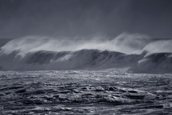 Windy long wave with spray