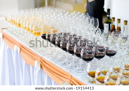 wine glasses on the banquet table, selective focus