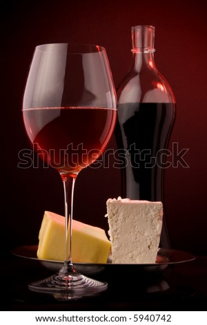 wine red  glass bottle details yellow and white cheese