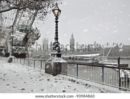 Winter  in London. Snow near Big Ben