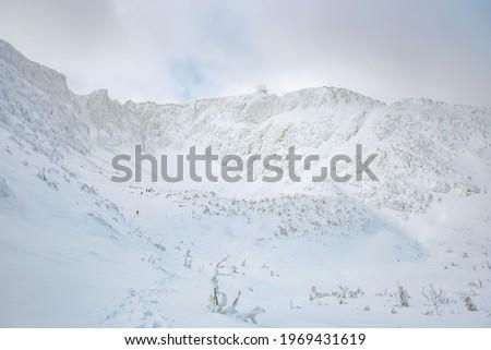 Winter mountain landscape, snow-covered snow sniezne kotly  in the Karkonosze Mountains in winter. Zdjęcia stock ©
