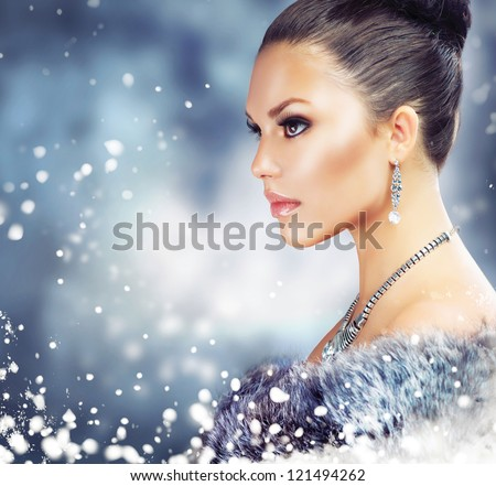 Winter Woman in Luxury Fur Coat.Beauty Christmas Girl Portrait. Fur Fashion. Snow. Jewelry