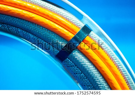 Wiring close-up. Various wires are fastened by a clamp. Concept - wiring installation. Several electrical cables nearby. A bunch of different wires. Cables of various types in the enterprise. Foto stock ©