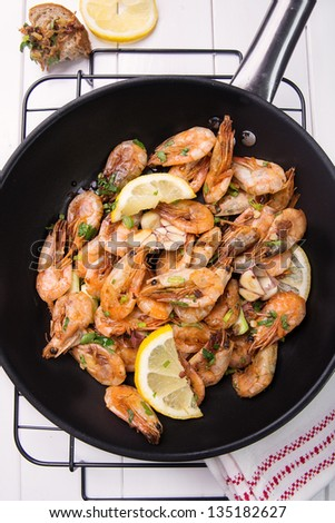 wok stir fry with shrimps, lemon, garlic and parsley