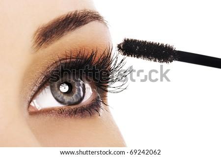 Lifestyle - Pagina 3 Stock-photo-woman-applying-mascara-on-her-long-eyelashes-69242062