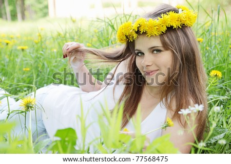 woman at the wreath lying on the grass