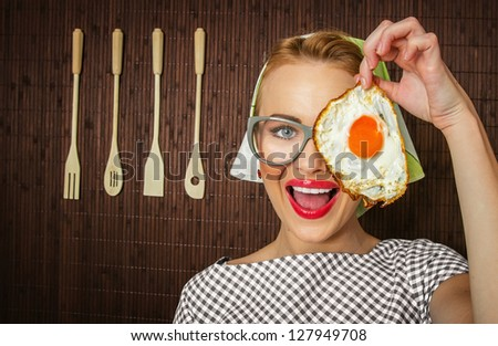 woman cook holding pan with fried egg - close up
