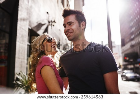 woman flirting with man in los angeles