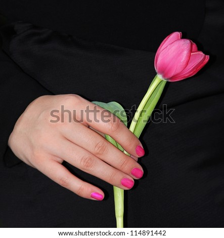 woman give condolences with a tulip