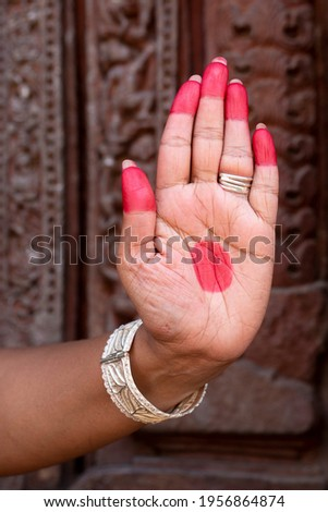 Woman hand showing Ardhachandra hasta (meaning half moon) of indian classic dance Odissi. Indian Art Culture  Foto stock ©