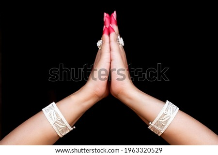 Woman hands showing Anjali hasta or hand gesture of indian classic dance odissi isolated on black background. Foto stock ©