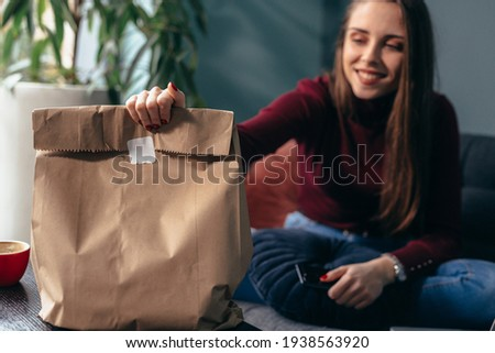 woman has ordered food. take away food concept Foto stock ©