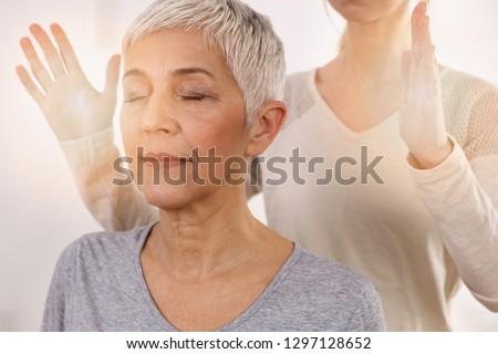 Woman having reiki healing treatment , alternative medicine concept, holistic care Foto stock ©