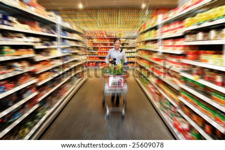 Woman in a supermarket to buy fresh food