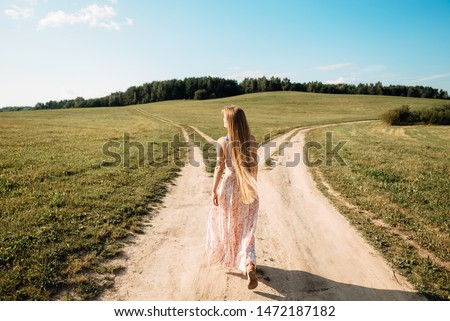 woman in front of two roads thinking deciding hoping for best taking chance Photo stock ©